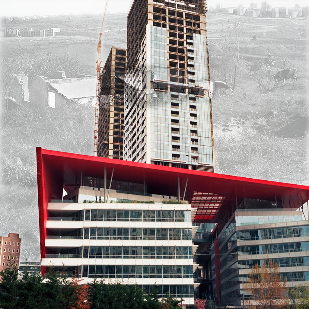 Maslak (Istanbul), Turquie. Palimpseste façonné à partir de mon image de l'un des tours du programme '42 Maslak' (2014) et d'une vue N&B des années 1970 qui montre une Maslak encore composée de champs et de pâturages (collection Harika et Kemali Söylemezoğlu dans les archives de SALT). 'La vie commence à Maslak', proclame Bay Insaat, le promoteur-constructeur du programme. Le 42 Maslak surgit sur l'ancien emplacement d'une bonneterie. Des tours, souvent ostentatoires, d'appartements et bureaux remplacent inexorablement les champs et le bâti des années 1970 et 1980, plus modeste et à l'échelle humaine.  ........................... Maslak (Istanbul), Turkey. Palimpsest fashioned from my image of one of the buildings in the '42 Maslak' real-estate program (2014) and a B&W photo from the mid-1970s(courtesy SALT, Harika and Kemali Soylemezoglu collection) showing a Maslak still predominantly fields and pastures. Life begins in Maslak' proclaims Bay Insaat, the program's developer. Often-ostentatious residential and office towers are relentlessly replacing fields, as well as the smaller, more human-sized buildings from the '70s and '80s.