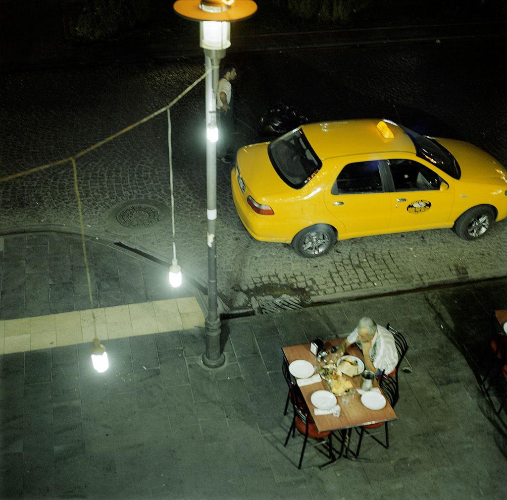 39-Diyarbakir,-chauffeur-de-taxi-qui-dîne-2010-copy2