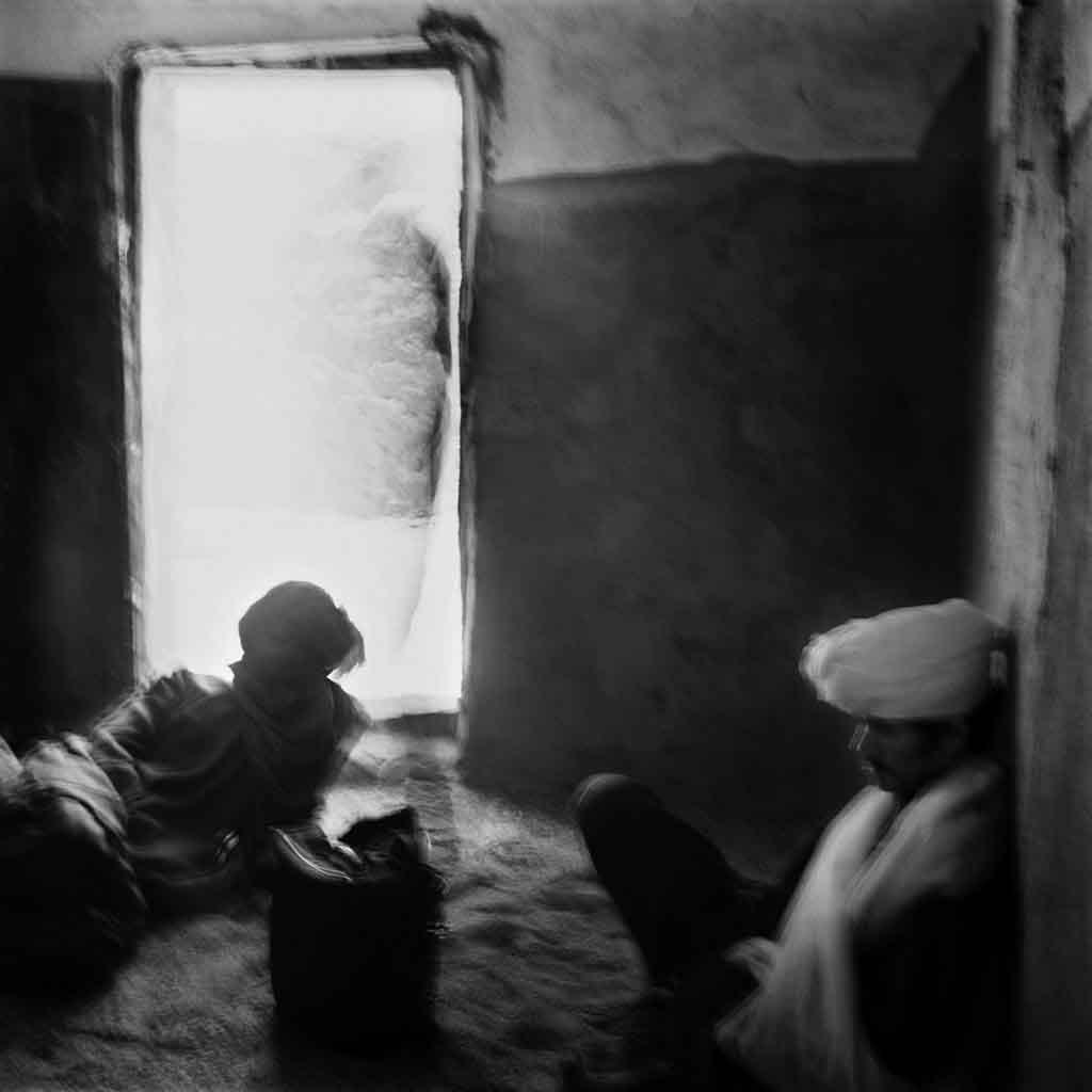 Dans le village de Touaregs sédentaires, Taroumout, lors de la fête pour commémorer les morts du village. Tassili du Hoggar, Sahara algérien, 1993