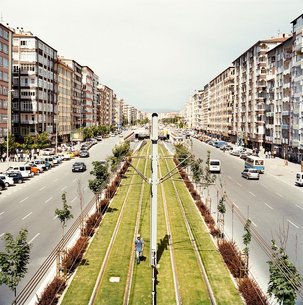 29-Kayseri,-les-rails-du-tramway-dans-Sivas-bulvari-2009-copy