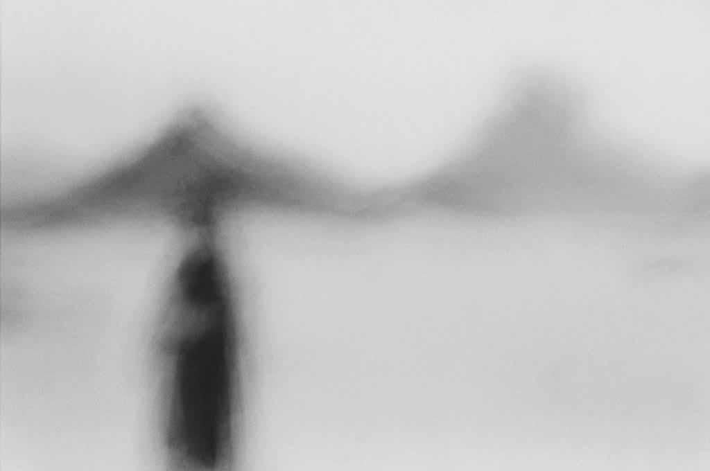 Le mode de vie nomade des Touaregs disparaît. Tout est fait par l'Etat algérien depuis des décennies pour les sédentariser. Oued Essendilène, Tassili n'Ajjers, 1997